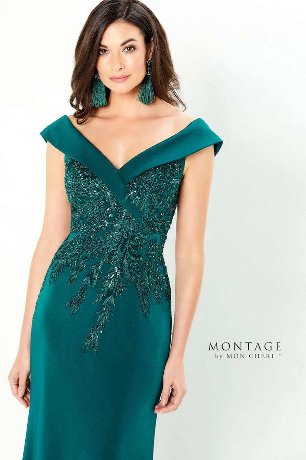 Fit & flare, off the shoulder, comes in navy blue & emerald
