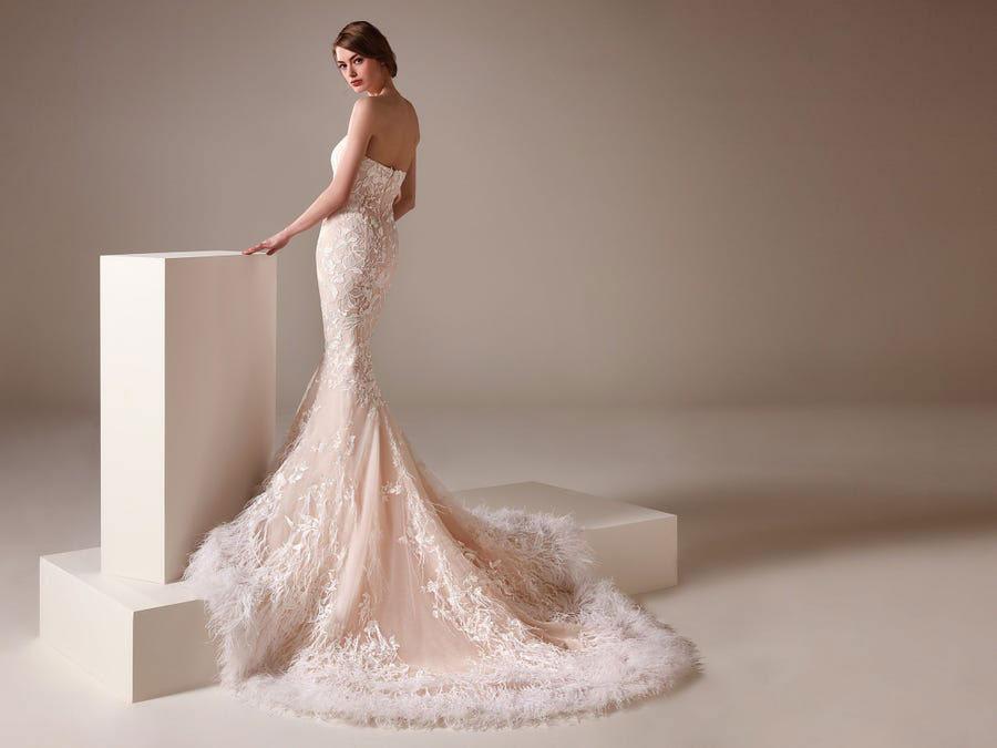 Wedding dress with sweetheart neckline