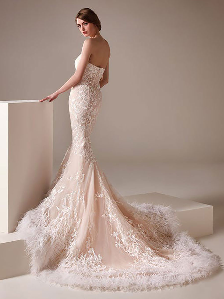 Wedding dress with sweetheart neckline