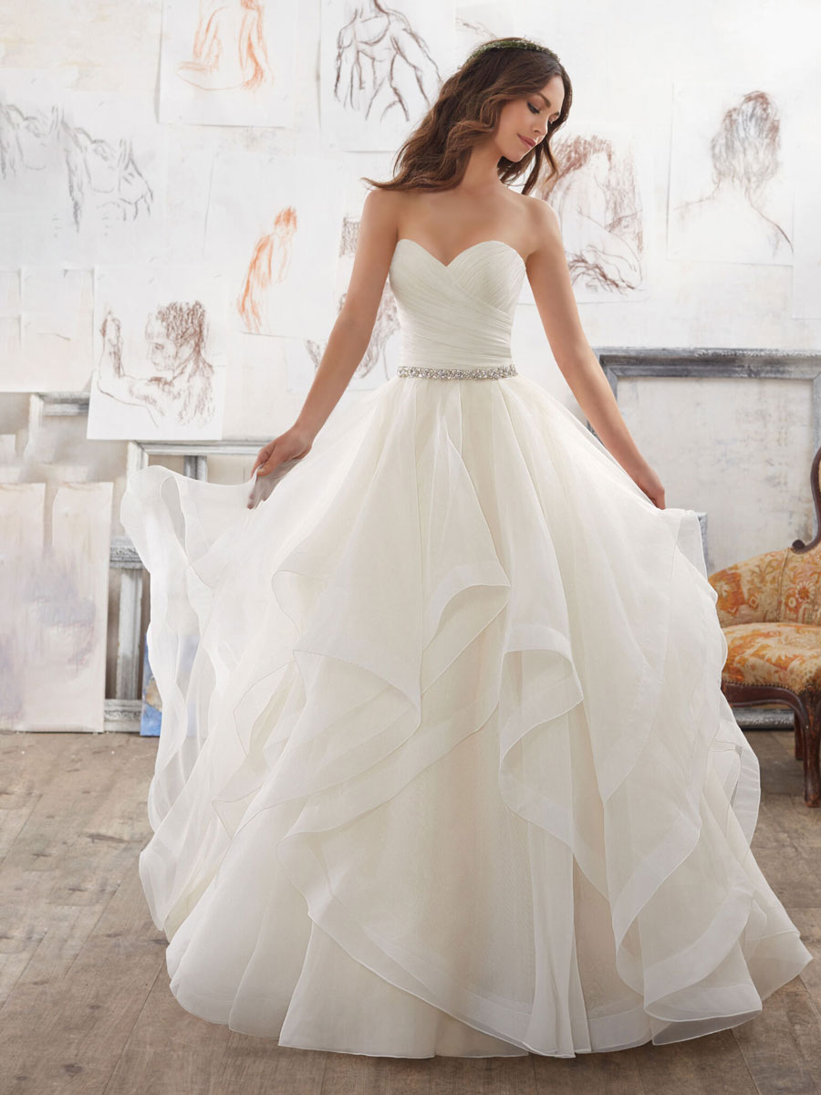 Beautiful wedding gown with stunning sweetheart neckline and a dreamy organza skirt with horsehair trim.