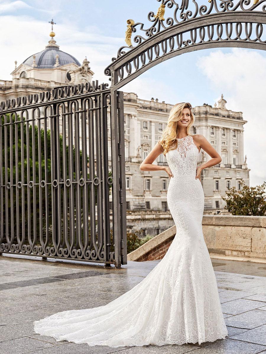 Elegant mermaid wedding dress with beaded lace