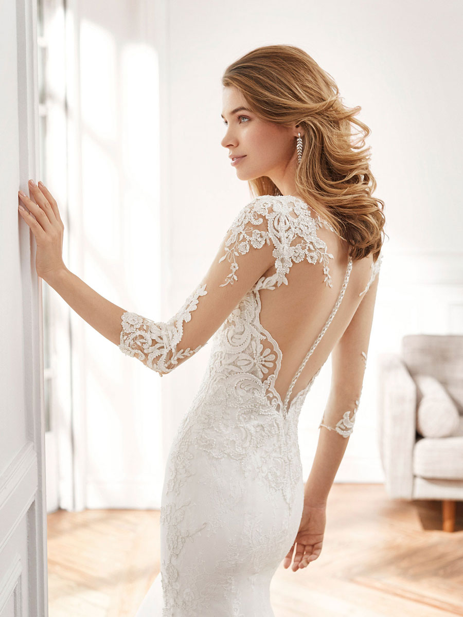 Elegant wedding dress with beautiful crepe and three-quarter-length sleeves