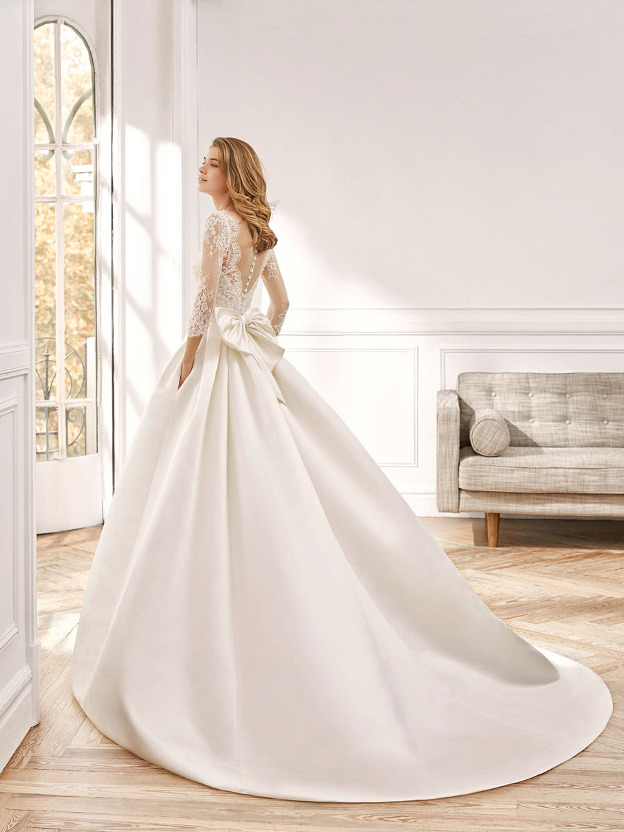 Feel like a princess in this dress, Duchess satin overskirt