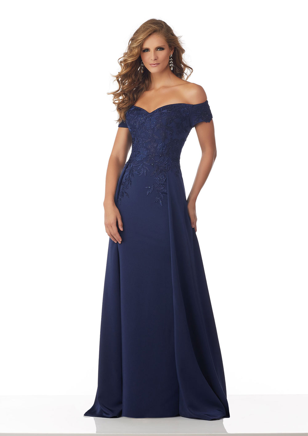 Stretch evening gown , with sweetheart bodice